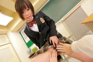 紗倉まな ロリ顔巨乳の制服美少女が教室でパンツを脱衣!興奮してちんぽをぶち込み立ちバック