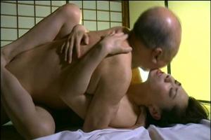 【ヘンリー塚本】老人ちんぽでガン突きされちゃう美熟女!だいしゅきホールドしながら濃厚セックス