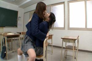 葉月可恋 篠宮ゆり 美少女JKが放課後の教室で濃厚レズキス