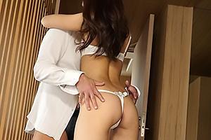 雫 スレンダーなTバック美尻の美女!熱いディープキスを交わしながら激しい濃厚セックス