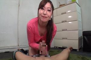 八田愛梨 息子のデカチン友達を食い散らかすダイナマイトボディな爆乳痴女ママ