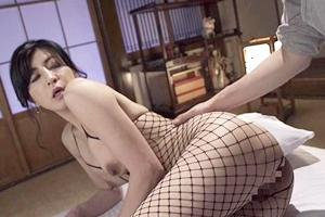 神崎清乃 スレンダー熟女がエロい網タイツと首輪を付けて調教セックス!メス犬のように男根をフェラ