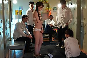 明里つむぎ イジメられている生徒を守るため生贄となる美人女教師!下着姿にされて中出しレイプ