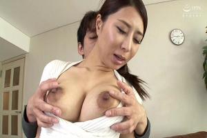 枢木みかん 熟女のスレンダー巨乳なお母さんのおっぱいを揉んで最後はフェラ抜き口内射精