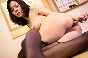 金島裕子熟れたドスケベボディの美女が気持ちよさそうにアナルオナニーしちゃってる