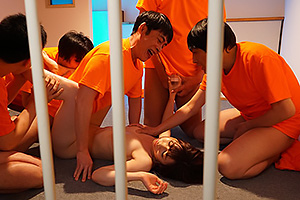 大浦真奈美 裏切りの収容所で陵辱される特命刑護官が輪姦レイプで拷問何度も生中出し