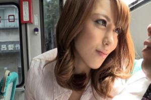 桜井あゆ 美女がバスの中でサラリーマンを痴女る!手コキフェラからディルドでおマンコを弄る