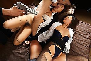 柚月ひまわり 敵に囚われてしまい拳銃で脅される女スパイ!輪姦レイプで凌辱され性的拷問開始
