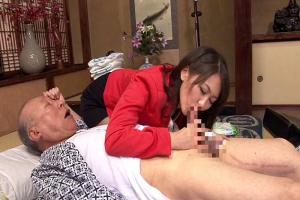 青木美空 欲求不満の人妻が義父の介護で男根を手コキフェラでご奉仕!老人のチンポを欲しがる奥さん