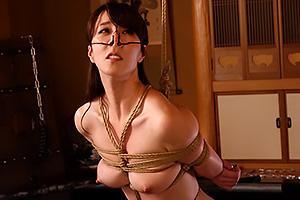 澤村レイコスレンダーな美ボディを持つ美人妻をSM調教!全裸で緊縛拘束されて鼻フック