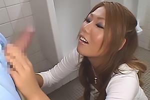 愛実 Jカップ超乳おっぱいの激エロギャル!童貞ちんぽを露出して手コキで責めまくる