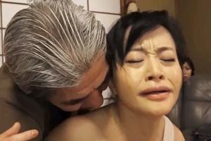 上野菜穂 熟女で旅館の女将がフェラからバックで連続ピストン!後ろから突き上げられ歪む顔