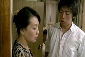 【ヘンリー塚本】大沢萌夫の連れ後に浮気しているの見つかってしまう義母!押し倒され近親レイプ