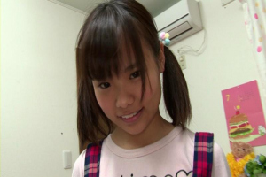 加賀美シュナ 奇跡のロリ体型!貧乳パイパン幼児美少女の乳首舐め手コキとフェラチオ!