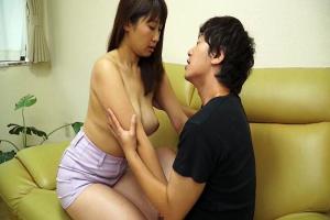 徳永亜美 ムチムチ巨乳姪っ子にパイズリさせ溜まった性欲を発散する