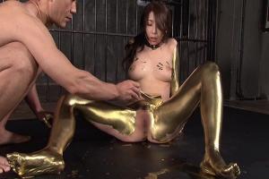 篠田あゆみ 美巨乳おっぱいのソープ嬢に金粉を塗り性奴隷化!スレンダーな超絶ボディが黄金に輝く