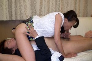 旦那の部下を逆夜這い!性欲旺盛な五十路熟女が年下チンポを痴女りまくり!
