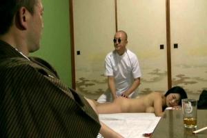 【ヘンリー塚本】北原夏美 盲目のマッサージ師が全裸の人妻をエロ施術!夫の前でNTRセックス