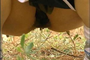 【ヘンリー塚本】結衣尿意が抑えきれず野ションするスポーツ女子!男に見つかり野外レイプ