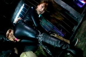 水沢真樹 敵に囚われてしまったキャットスーツの女捜査官!性的拷問を受けてしまいアナルを凌辱