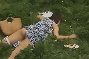 【ヘンリー塚本】山下真耶 パンツ半脱ぎで野外に寝転ぶ女!ドMまんこに肉棒をぶち込まれ念願のレイプ