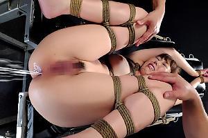 香月蘭現役キックボクサーが肛門を調教されてしまう!オモチャでアナル責めされ浣腸液大噴射