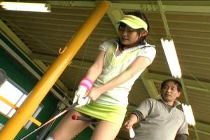 ゴルファーを目指す美少女にセクハラレッスン!パンツの上からイタズラしたら立ちバックで露出セックス