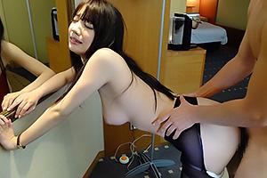 鈴木心春 スーツ姿の働くOLさんをいいなりセックスで性奴隷に!3P複数プレイにパンスト立ちバック