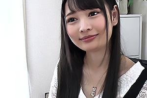跡美しゅり田舎から上京してきたスレンダー貧乳の女子大生!制服コスでパイパンまんこを突かれちゃう
