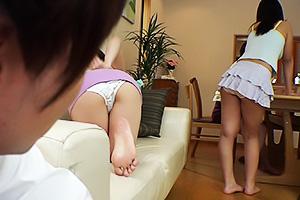 篠田ゆう竹内真琴友人宅でミニスカパンチラ全開の激エロお姉ちゃんを目撃してしまう