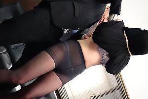 波多野結衣 巨乳の女囚を黒パンストとパンツ丸出しにさせ巾着状態!緊縛されてしまい鬼畜レイプ