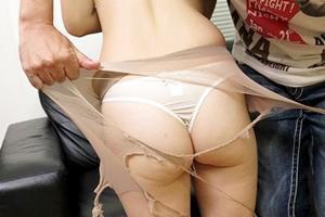 巨乳人妻をナンパしてハメ撮り!パンストを豪快に破られる!乳首やおマンコを電マで弄られ感じまくり!