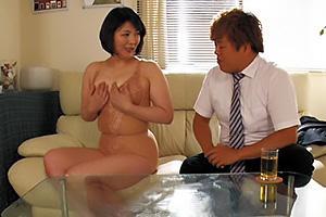 円城ひとみ 矯正下着に興奮してオナニーしちゃう人妻熟女!訪問販売員とNTR中出しファック