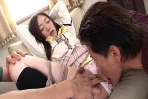 瀬奈まお 制服姿の秋田美女をパンツ丸出しのM字開脚で緊縛拘束!まんこをクンニで責めまくる