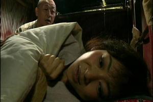 【ヘンリー塚本】小池絵美子 夜な夜なオナニーする美熟女!夜這いされてしまい肉棒に感じまくる