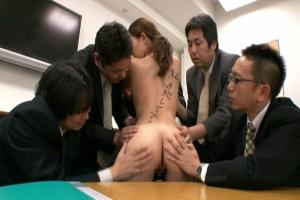 織田真子巨乳OLがオフィスで性接待の陵辱レイプ!パイズリ変態痴女プレイにイラマで騎乗位生ハメ性奴隷!