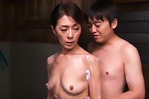 沢田みどり 息子と一緒にお風呂へ入り近親相姦しちゃう五十路熟女母!洗体したら立ちバックで肉棒挿入