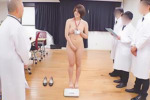 滝川奈緒巨乳OL女子社員が公開健康診断で高身長美ボディ全裸でおっぱい触診の恥辱体験