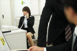 沖田里緒 紗々原ゆり 女上司の無防備なミニスカパンチラに超興奮!襲ってみたら簡単にヤレるM女だった
