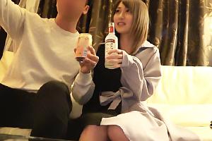 【素人】しぃちゃん(20) 酒好きな激カワギャルがハメ撮りで羞恥!敏感な洪水まんこを立ちバック
