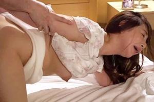 加藤ツバキ 成宮いろは 巨乳人妻が夫とは違う他人棒で喘いでしまう寝取られNTR