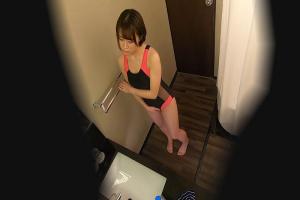 盗撮されてるのもしらずに更衣室でアヘ顔オナニーしちゃう競泳水着の淫乱お姉さん