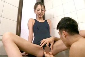 神田るみ スク水美少女が男根をフェラして手マンとクンニで弄られてから立ちバック連続ピストン!