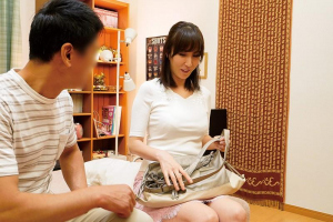 澤村レイコ デリヘル嬢としてやって来たのは知り合いの人妻!熟女まんこに本番セックスで中出し