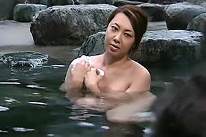【ヘンリー塚本】風間ゆみ 会社の旅行で人妻まんこを輪姦されてしまう爆乳おっぱいの社長夫人
