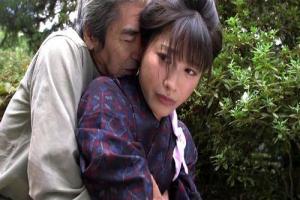 春原未来 着物美女が義父に抱きつかれ仕方なしに男根をフェラしてザーメン口内射精