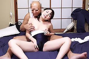 今井麻衣 家でパイパン美少女が変なオジサンにスク水着せられ性交しちゃう