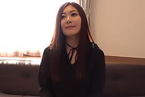 七咲琴乃 ナンパした巨乳人妻が童貞ちんぽをパイズリ!ちんぐり返しで責めてくる美女と筆おろしセックス