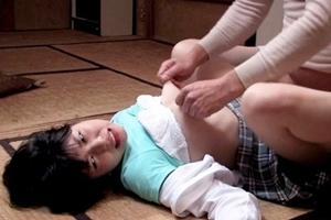 真心実 美少女が変態おやじに犯される!手マンやクンニでおマンコを濡らされ男根挿入連続ピストン!