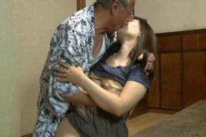 夫の浮気に欲求不満…悩み多き人妻が気づけば義父とセックス!夫には言えないふしだらな義父と嫁の秘め事!